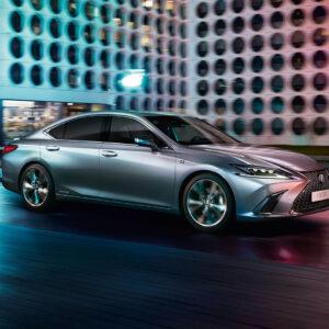 Lexus ES 300h w mieście