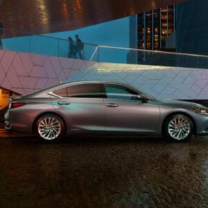 Lexus ES 300h od boku
